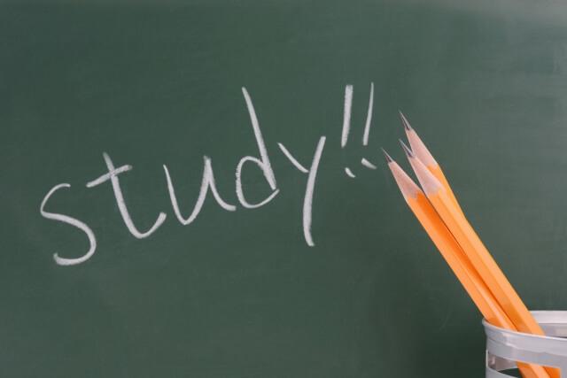 働きながら勉強するのは大変!